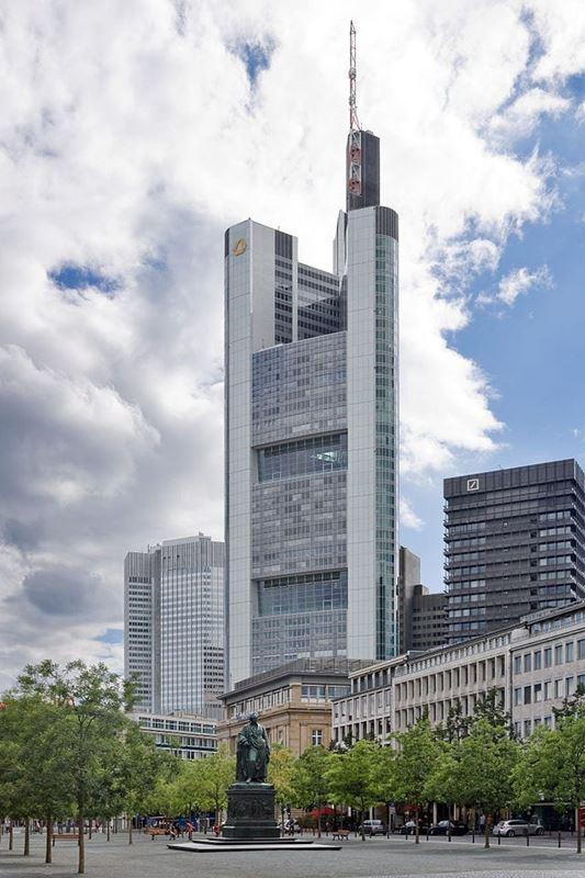 640px-Frankfurt_Am_Main-Commerzbank_Tower_vom_Rathenauplatz-20100808