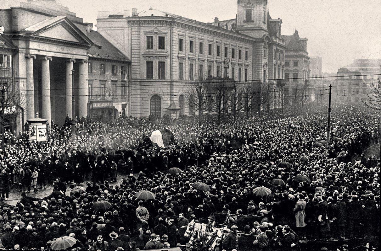 Pogrzeb Stefana Żeromskiego. Krakowskie Przedmieście, na zdjęciu widoczny prezydent Wojciechowski23.11.1925