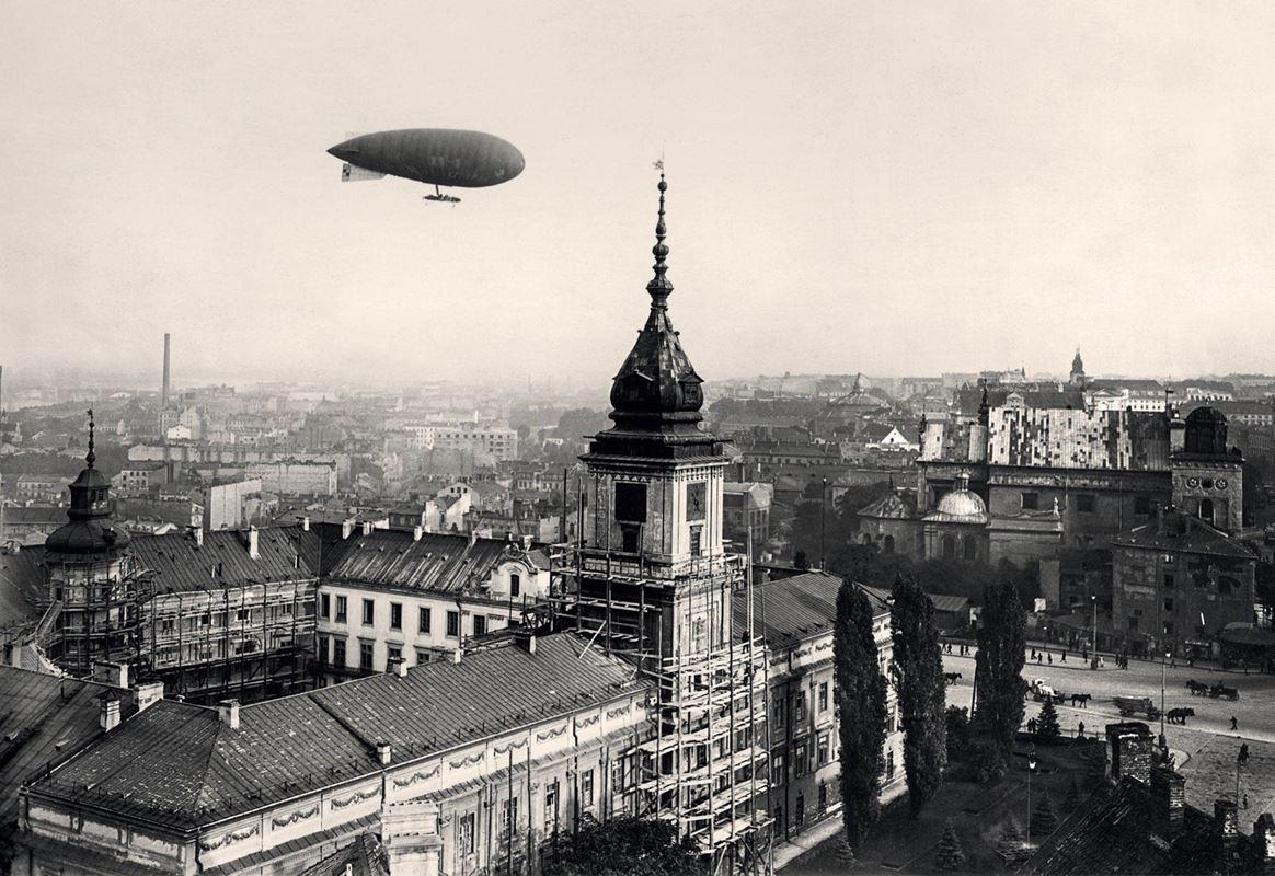 Sterowiec wojskowy Lech nad Zamkiem Królewskim, 1920
