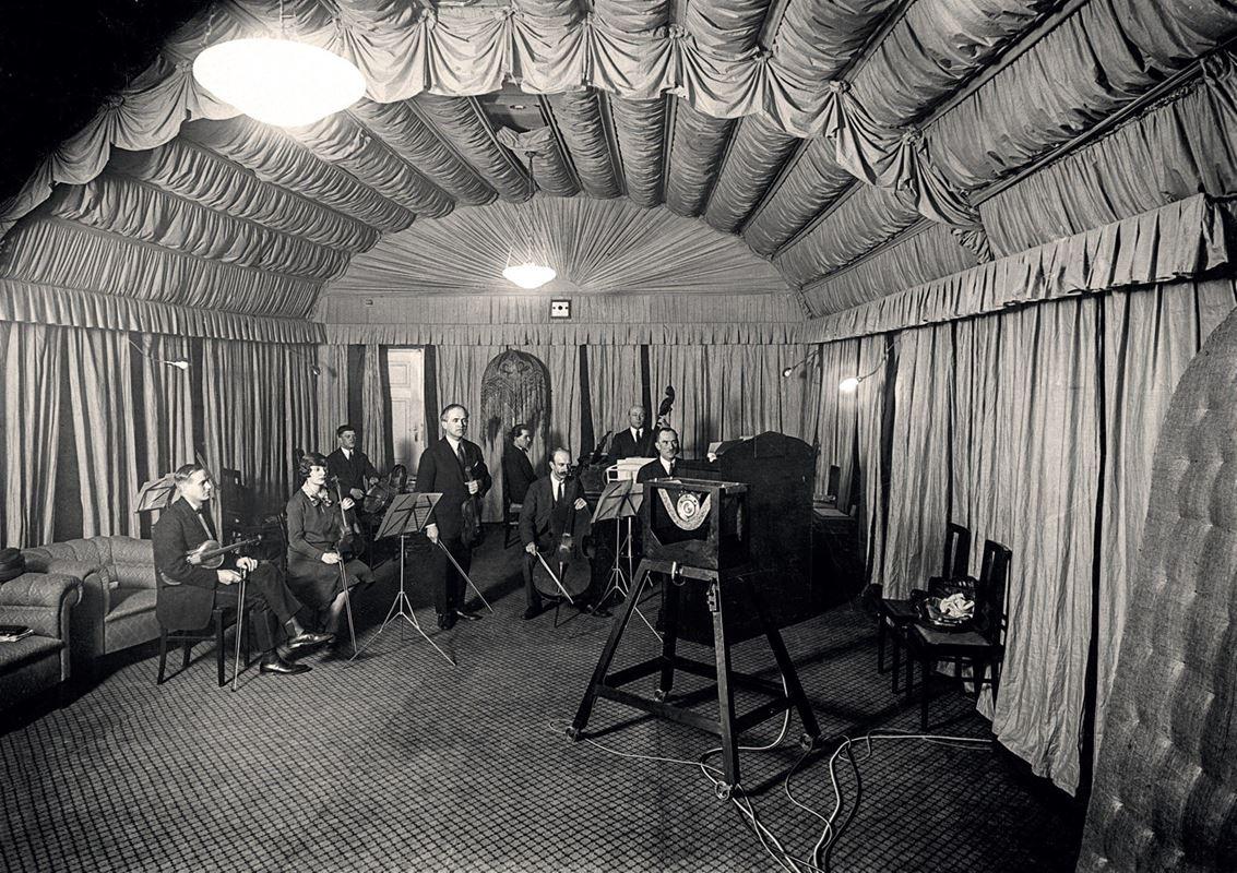 W studiu przy ul. Kredytowej, 1926-27
