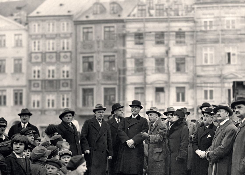Wizyta Ignacego Mościckiego podczas renowacji na Rynku Starego Miasta, 1928