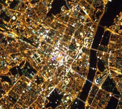 Centrum Warszawy widziane z kosmosu (NASA/ ESA)