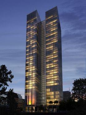 Biura Warszawa Śródmieście Roma Tower nocą