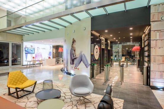 biura warszawa wola crown point wnętrze budynku
