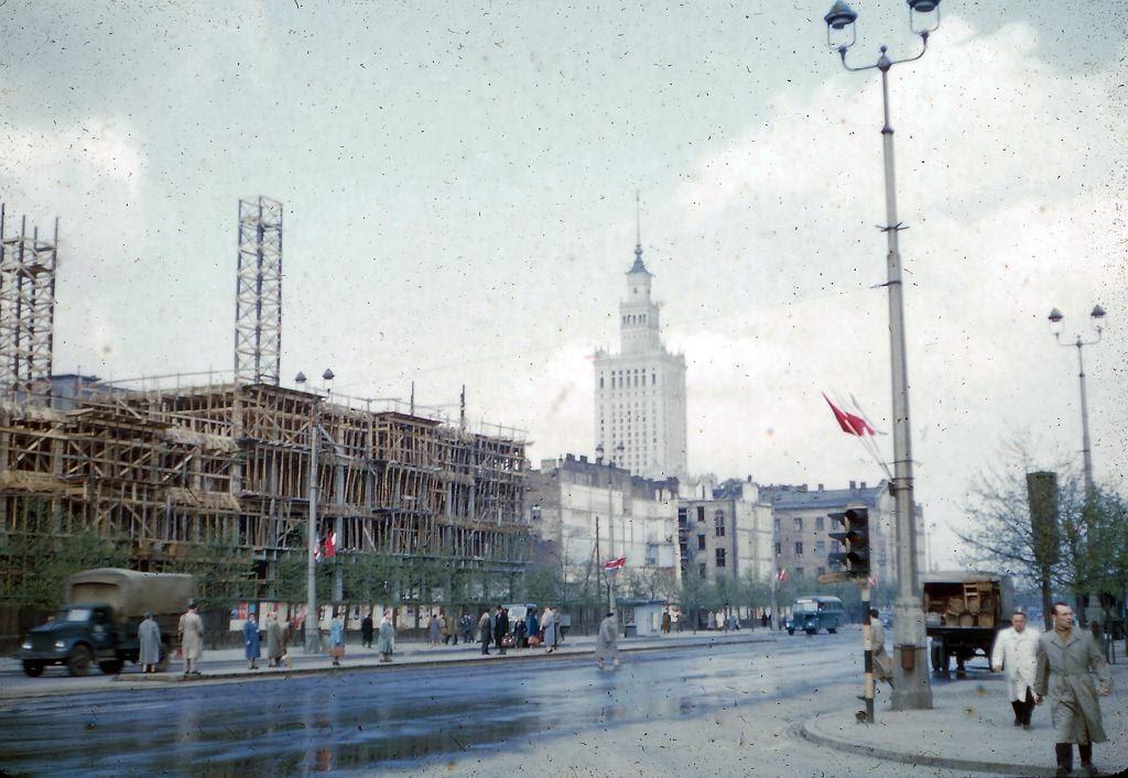 Widok na Pałac Kultury z ul. Marszałkowskiej. róg Wspólnej.