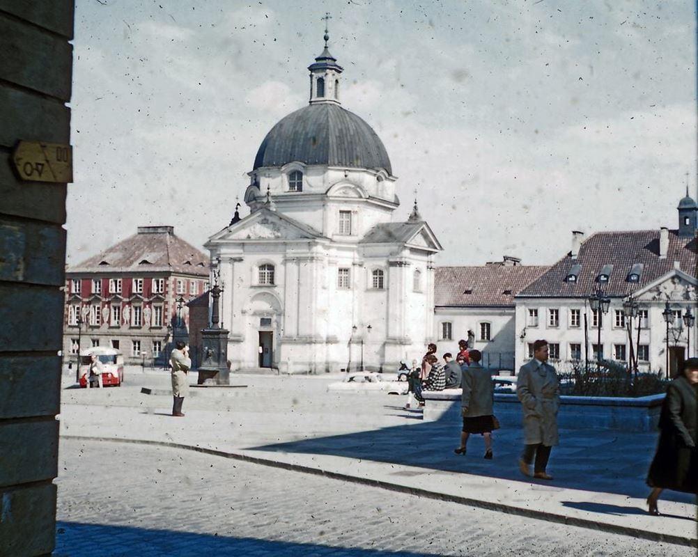 Rynek Nowego Miasta z kościołem św. Kazimierza, zniszczonym podczas wojny.