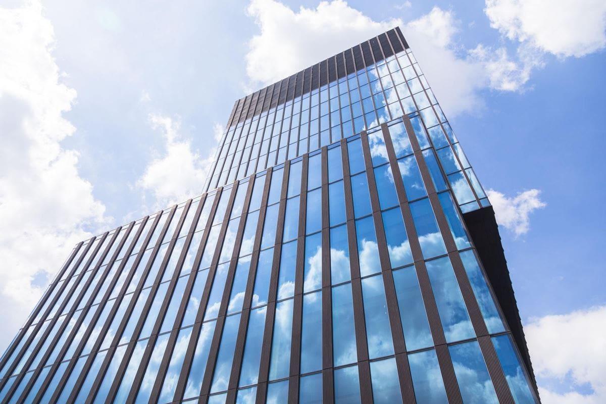 elewacja-ktw-i-wykonana-z-paneli-ze-szkla-stali-i-betonu-1