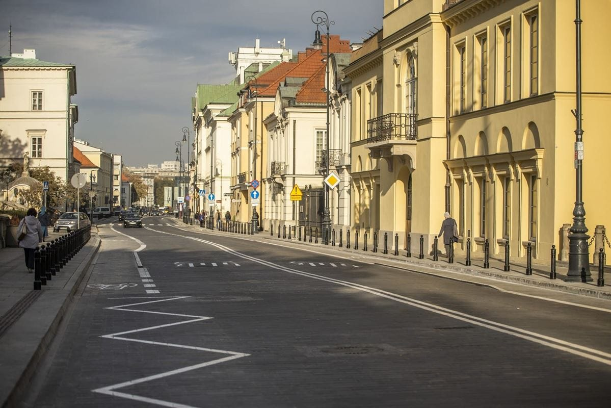estetyka-ulicy-miodowej-jest-teraz-spojna-z-krakowskim-przedmiesciem