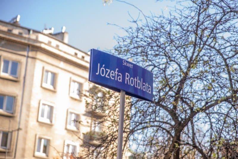 skwer-jozefa-rotblata-fot-r-motyl