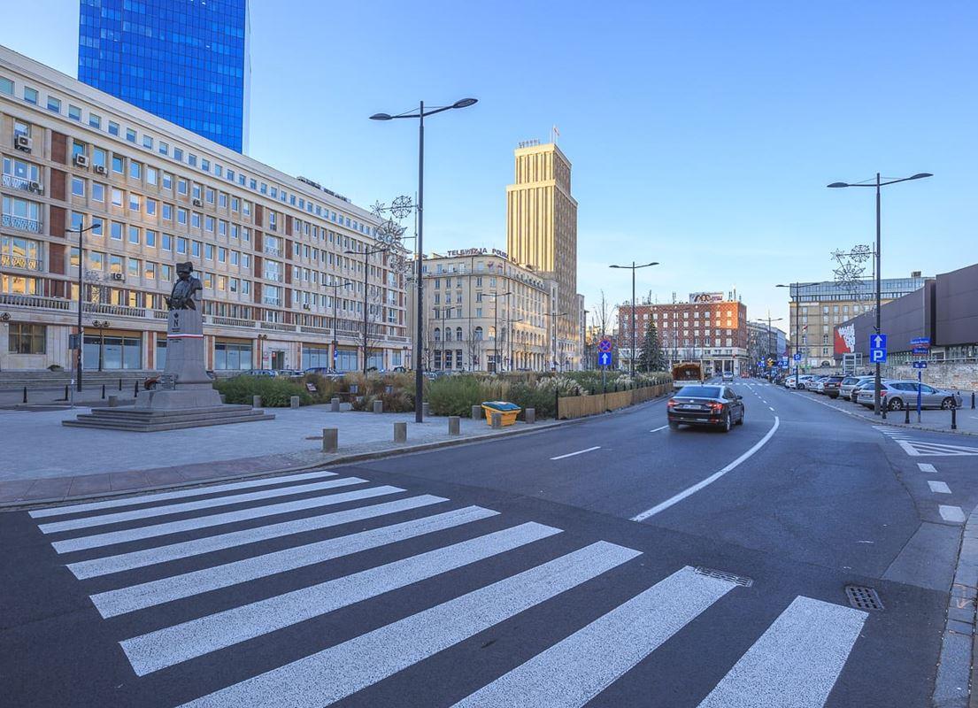 Plac Powstańców Warszawy po kontrowersyjnej przebudowie