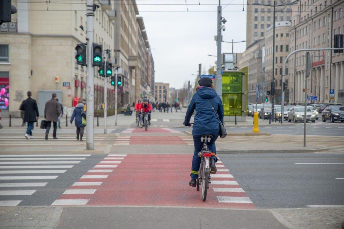 rower-to-pojazd-pod-takim-haslem-warszawa-bedzie-w-tym-roku-promowac-wsrod-rowerzystow-drogowy-savoir-vivre-1