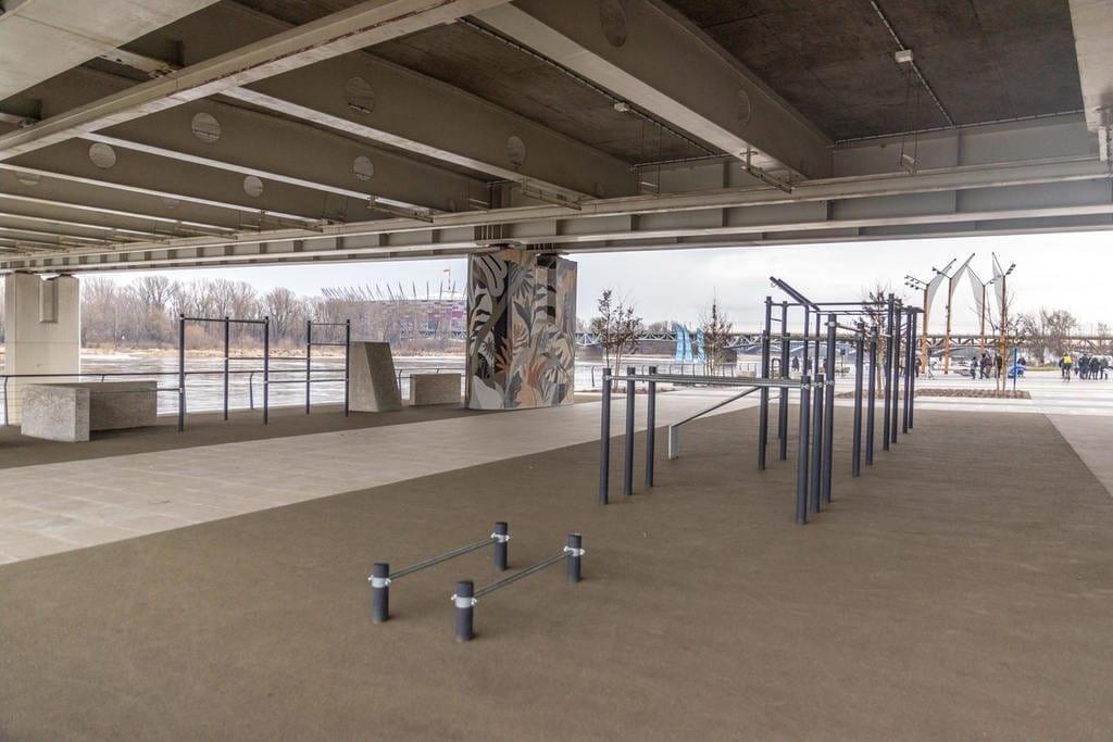 strefa-street-workoutu-pod-mostem-swietokrzyskim-fot-r-motyl