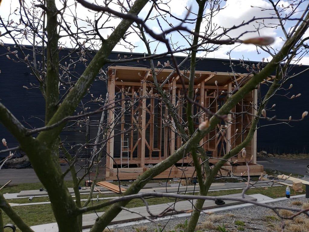 Budowa tężni solankowych na dachu Galerii Północnej.