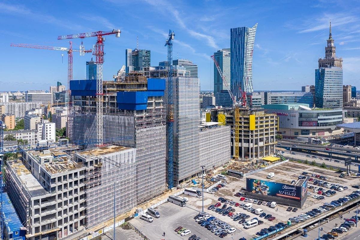 Ponad 200 metrowej długości pierzeja wpisze się na dobre w panoramę Warszawy.