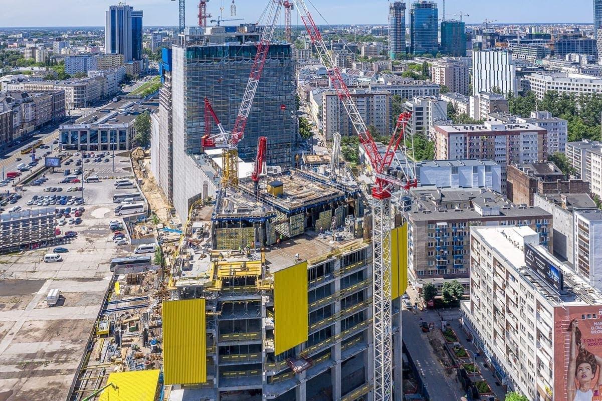 Widok na plac budowy od strony ulicy Jana Pawła II.