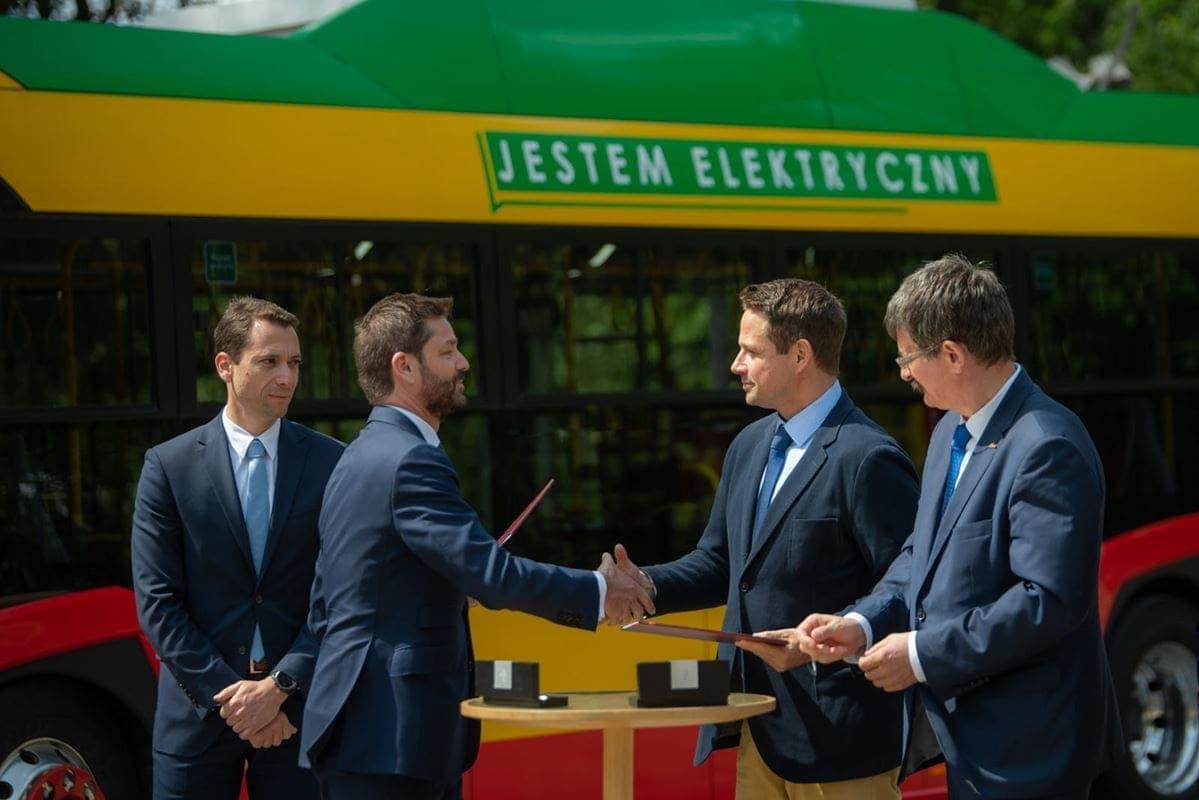 podpisanie-umowy-na-130-elektrycznych-przegubowych-autobusow-dla-warszawy
