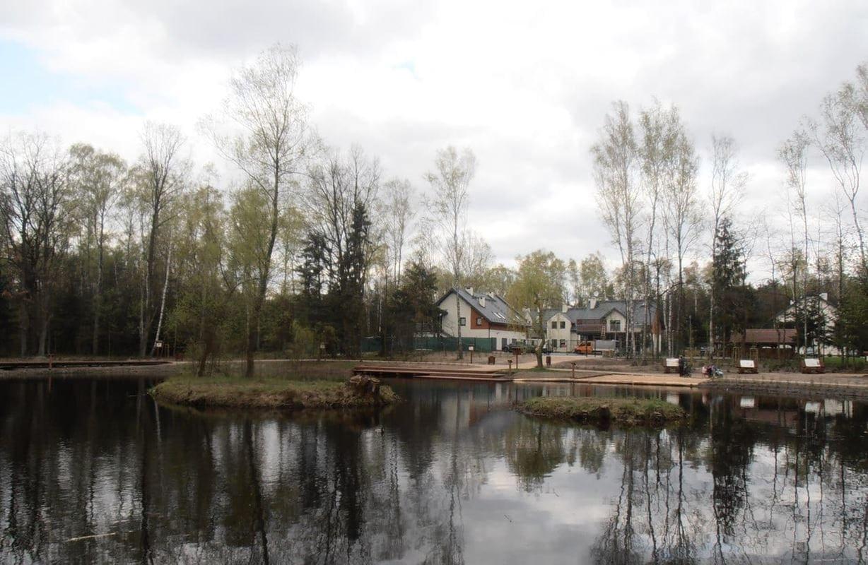 oczko-wodne-w-lesie-sobieskiego-przy-siedzibie-lasow-miejskich-warszawa