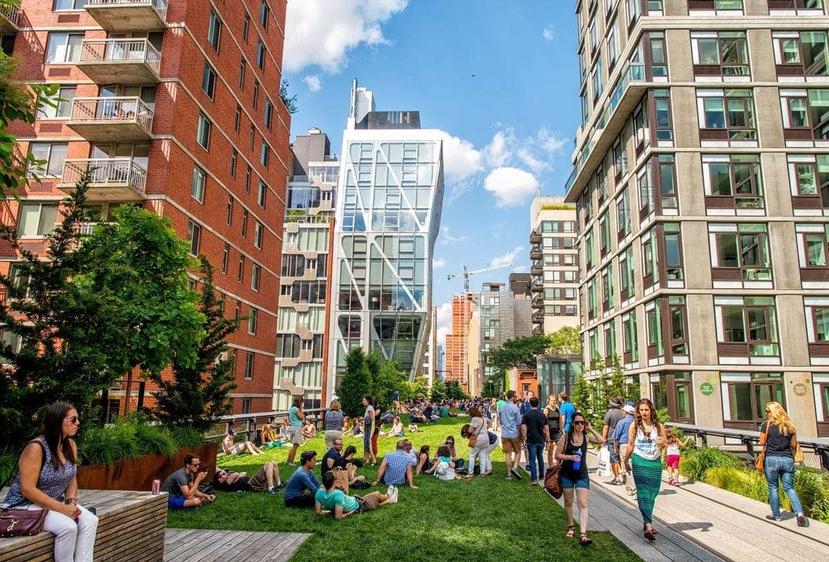 the-high-line-park-in-manhattan-by-gagliardiphotography-shutterstock-com_small