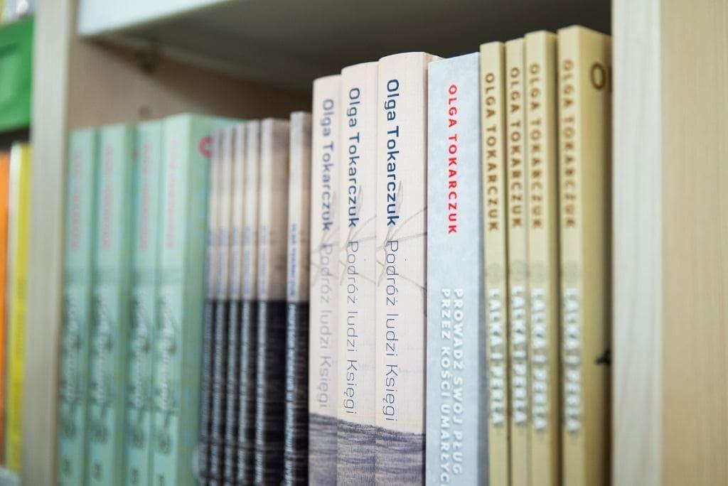 warszawskie-biblioteki-publiczne-i-szkolne-wzbogaca-sie-o-ponad-dwa-tysiace-egzemplarzy-ksiazek