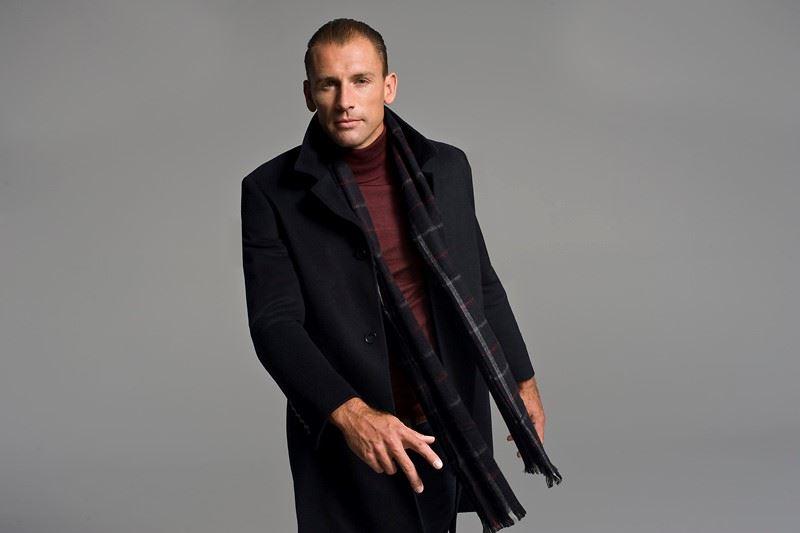 Jak dobrać szalik do męskiego płaszcza? 6 rzeczy, na które