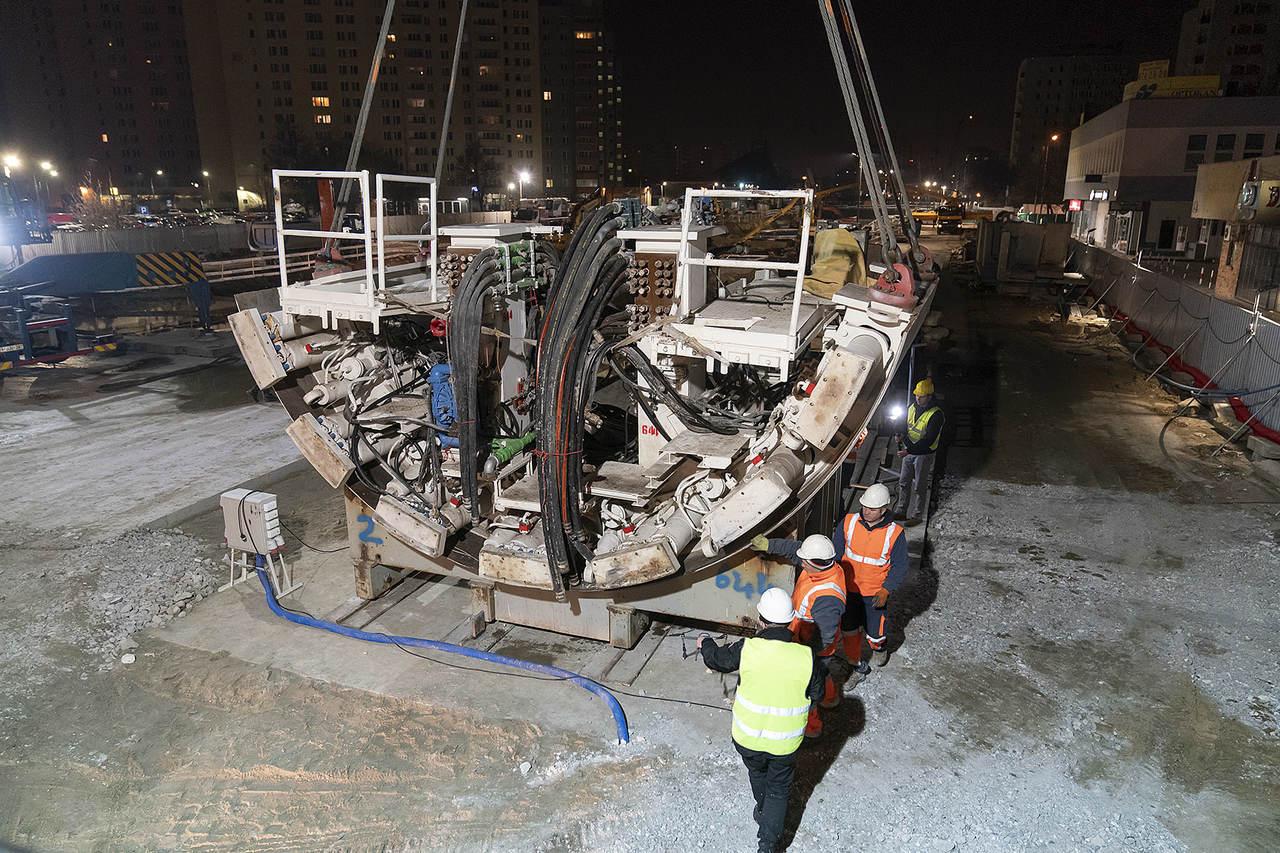 4-montaz-tarcz-bedzie-prowadzony-na-placu-budowy-a-nastepnie-tarcze-zostana-opuszczone-do-szybu-startowego
