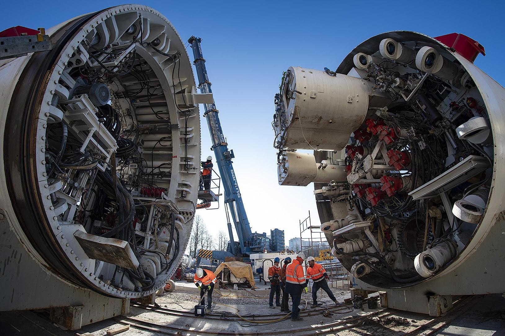 glowice-maszyn-tbm-anna-i-maria-zostaly-juz-zmontowane-na-placu-budowy-stacji-brodno