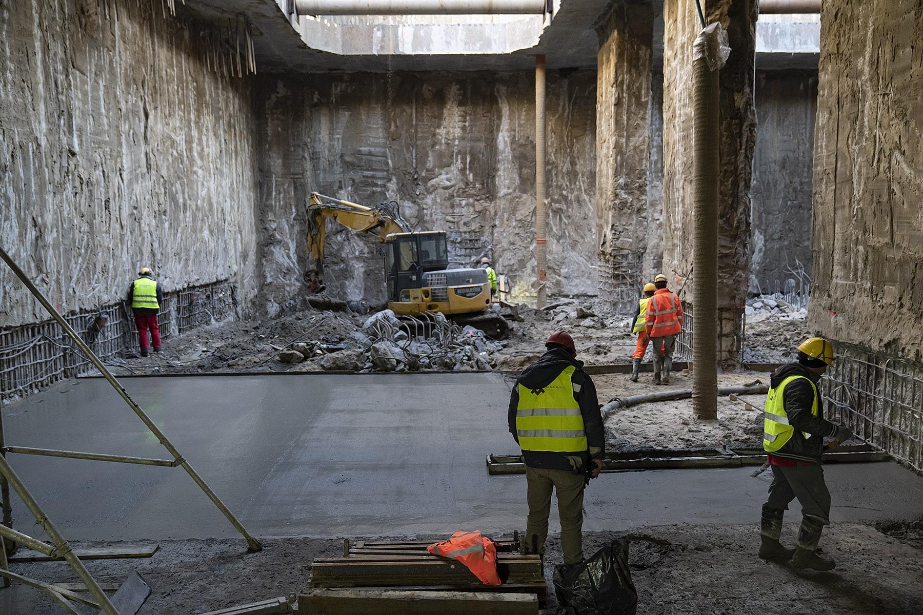 trwa-wylewanie-betonu-na-poziomie-plyty-dennej-przyszlej-stacji-brodno